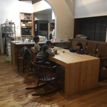 【Blog】6にんと3ひき「我が家のテーブルの話」